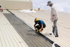 Sửa chữa mái tôn thay máng tôn tại Đống Đa chi phí thấp bất ngờ