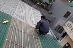 Sửa chữa mái tôn thay máng tôn tại Long Biên nhanh chóng chất lượng