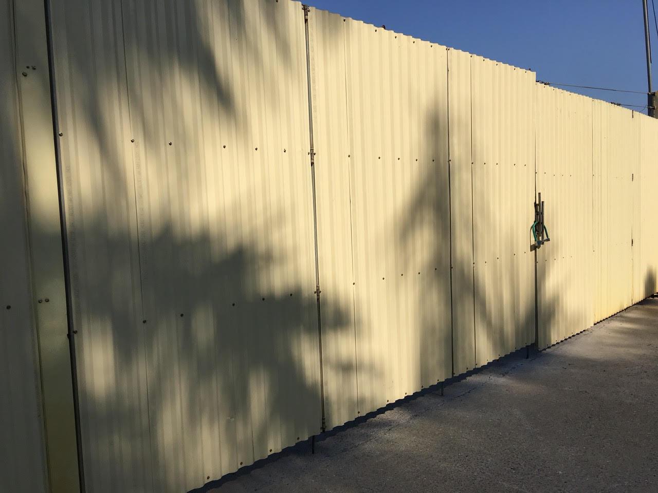 Thi công hàng rào tôn cho các công trình uy tín, chất lượng