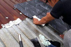 Bật mí cách chống dột mái tôn bị thủng đơn giản mà hiệu quả cao