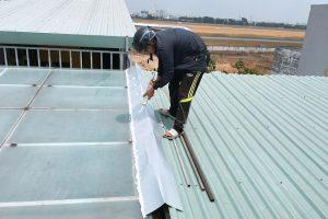 Đơn vị hỗ trợ lợp mái tôn chống thấm nhà quận Cầu Giấy nhanh chóng chất lượng