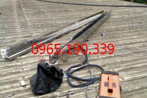 Giá máng inox mái tôn tại KCN Nam Thăng Long